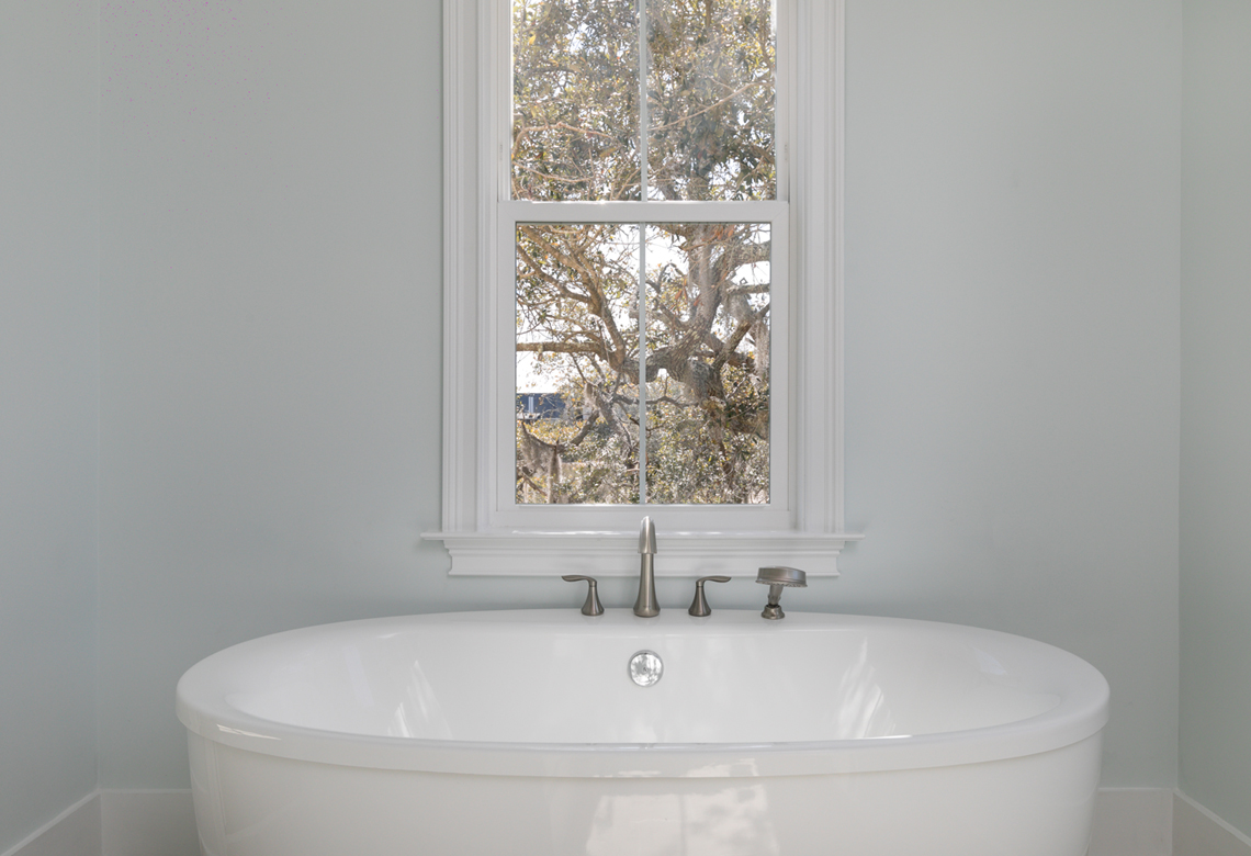 ROOKE Custom Home Builders Edisto Island SC Crystal Lake - Master Bathroom Tub